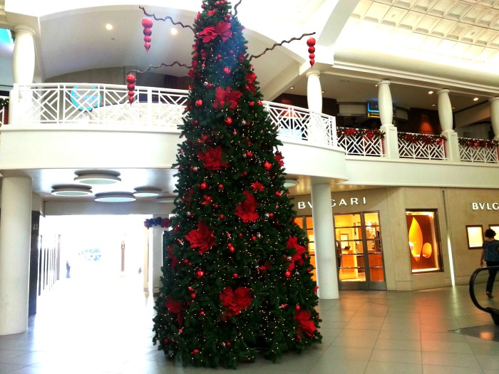 Renaissance Mall Christmas tree