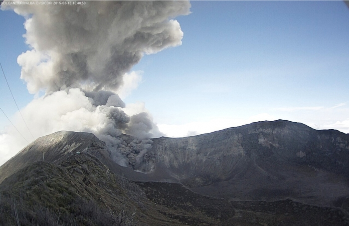 Turrialba Volcano explosion March 13, 2015 (photo via The Tico Times)