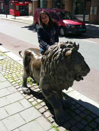bronze lion sculpture in Oslo