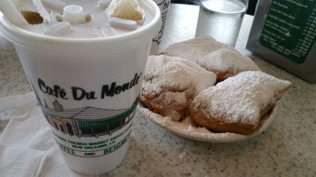 beignets cafe du monde New Orleans